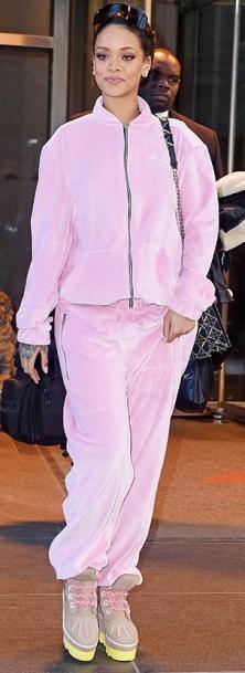 rih pink sweatsuit